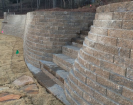 04retaining_wall_lay_lake