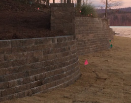 24retaining_wall_lay_lake