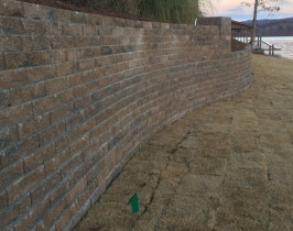 25retaining_wall_lay_lake