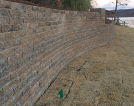 29retaining_wall_lay_lake