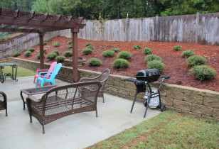 01_backyard_with_retaining_wall
