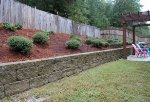 02_backyard_with_retaining_wall
