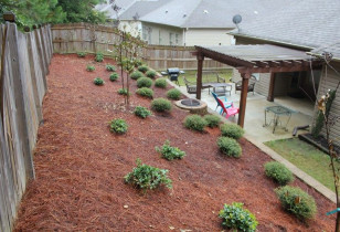 04_backyard_with_retaining_wall