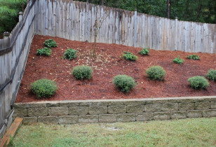 05_backyard_with_retaining_wall