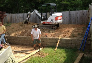 07_backyard_with_retaining_wall
