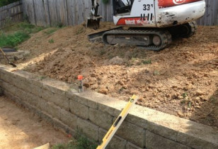 09_backyard_with_retaining_wall